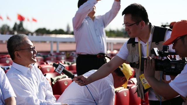 チャイナネットの報道陣、抗日戦争勝利70周年記念大会の最前線で活躍
