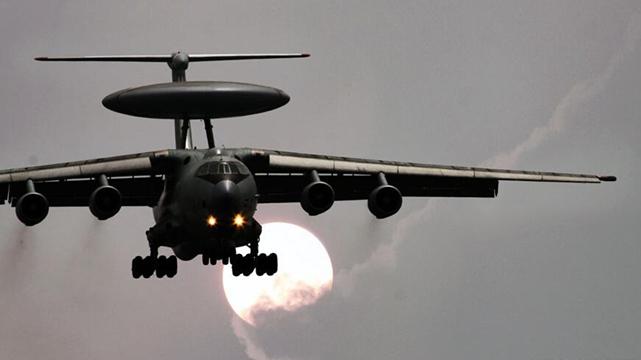 閲兵式の軍機、訓練中の迫力満点の写真が公開