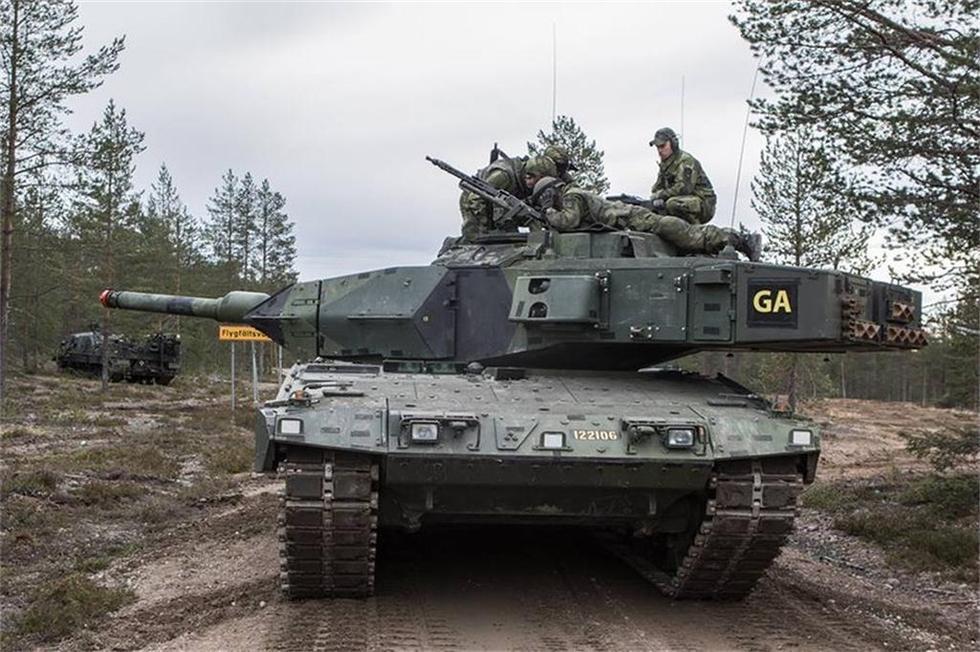 殺気みなぎる スウェーデン陸軍...