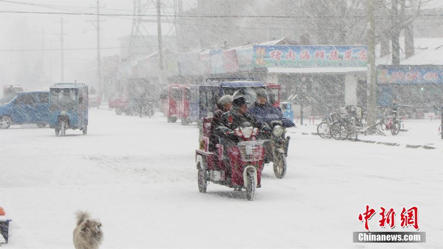 内蒙古・フルンボイル市で大雪 ...