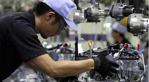 日本の製造業就業者数、3年ぶり...