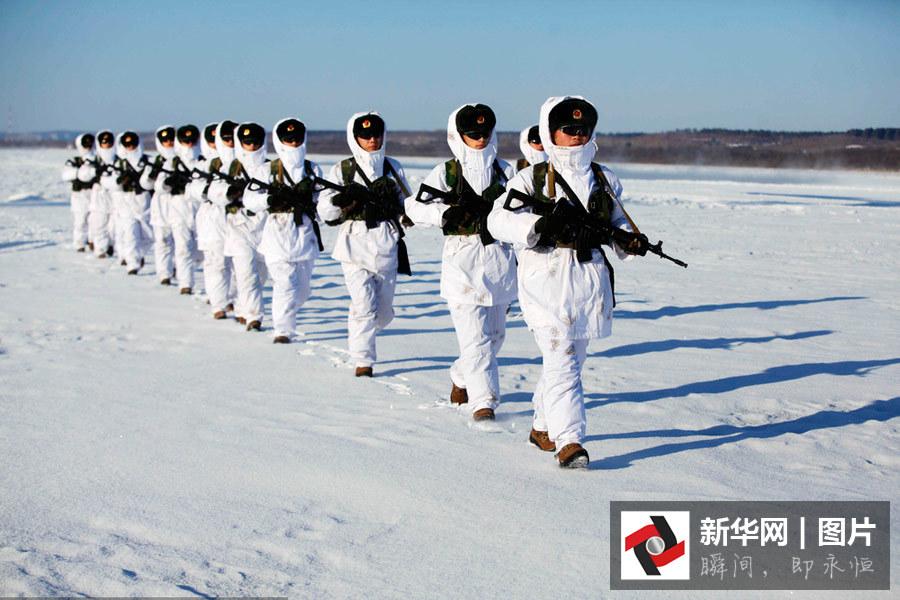 黒竜江省黒河市、新兵が氷点下30...