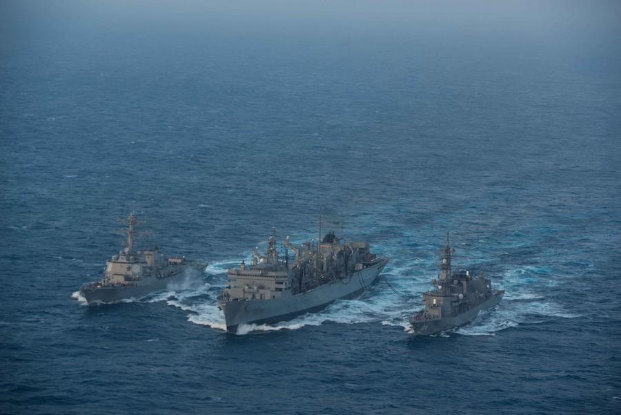 日米軍艦、フィリピン海で戦力を誇示_中国網_日本語