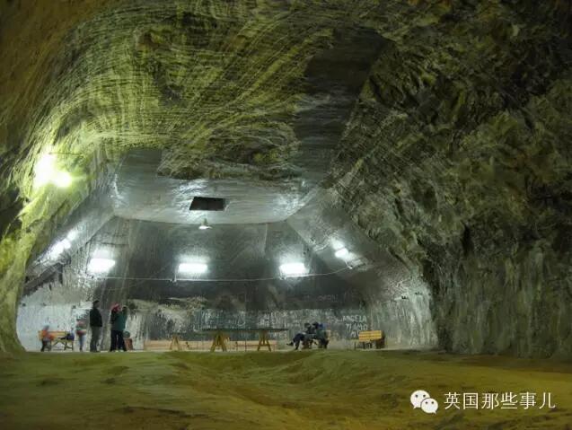 ルーマニアの歴史ある岩塩坑 地...