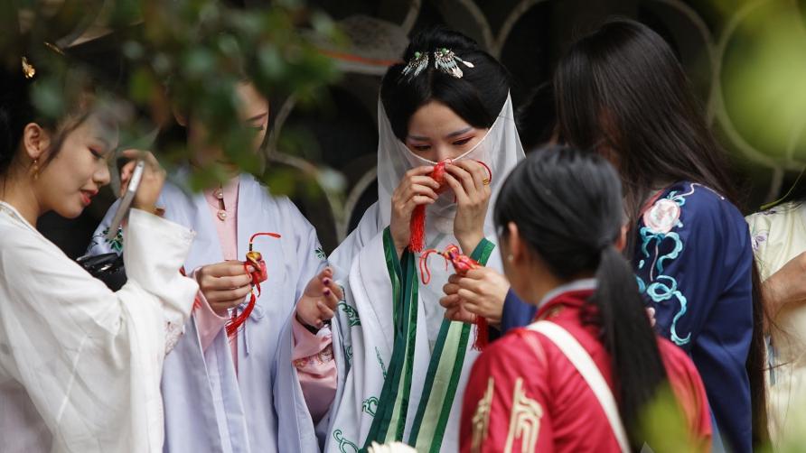 上海植物園 漢服姿で「タイムスリップショー」コメント