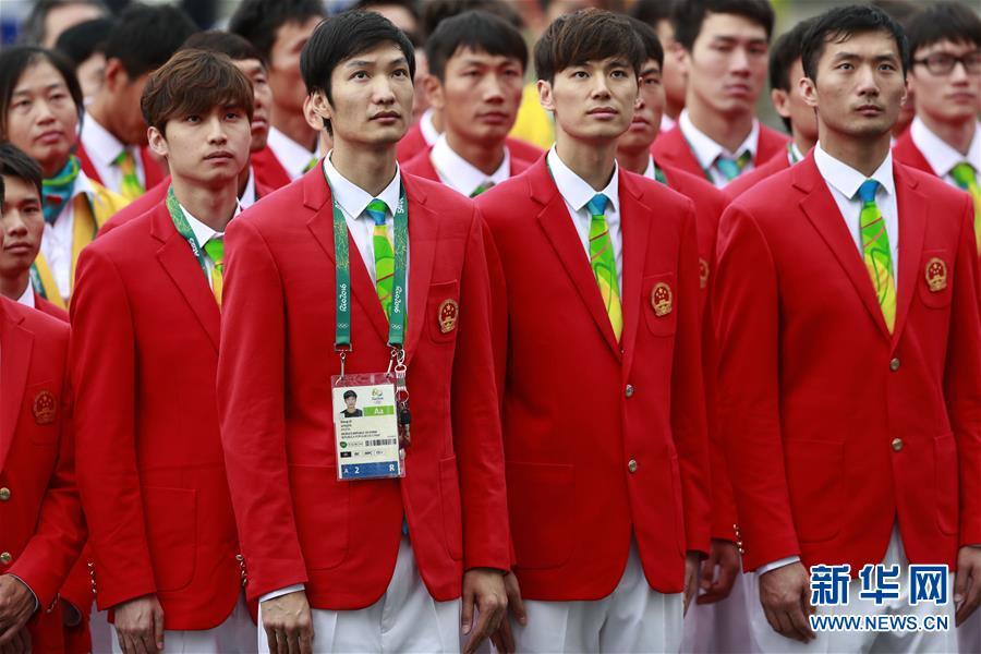 中国選手団が国旗掲揚式に参加 ...