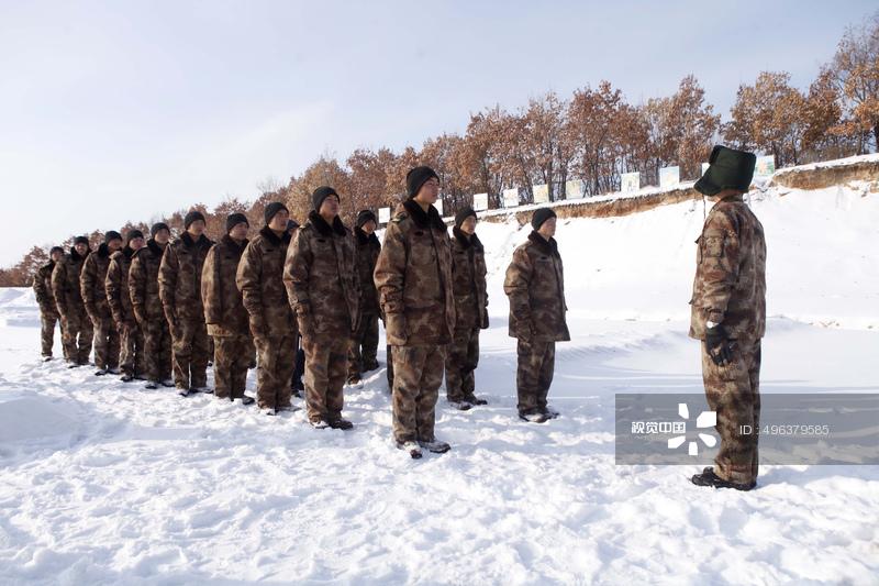 黒竜江省黒河市 国境警備兵が「雪浴」で体力アップコメント