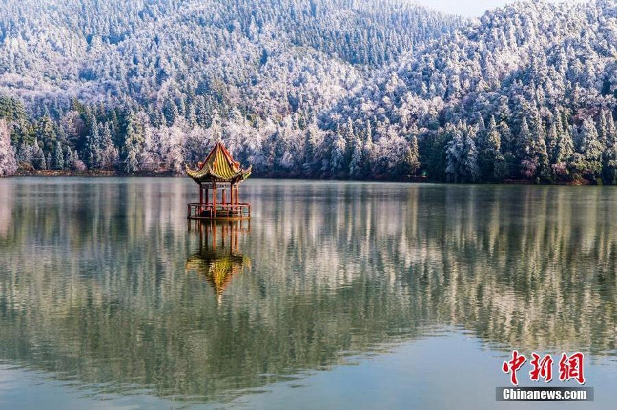 江西省・廬山で樹氷が観測 仙境...