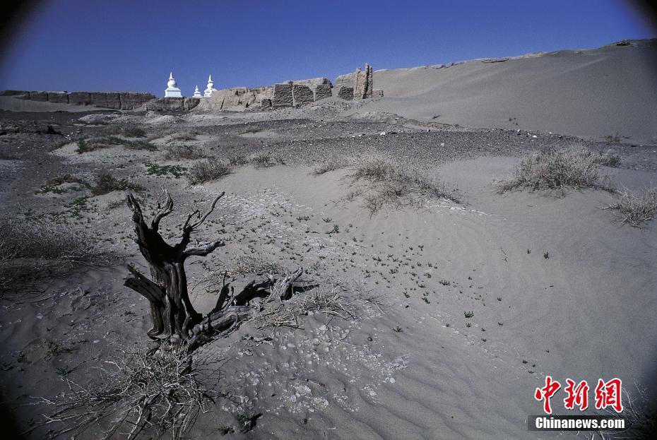 内蒙古自治区エジン旗の黒城 孤...