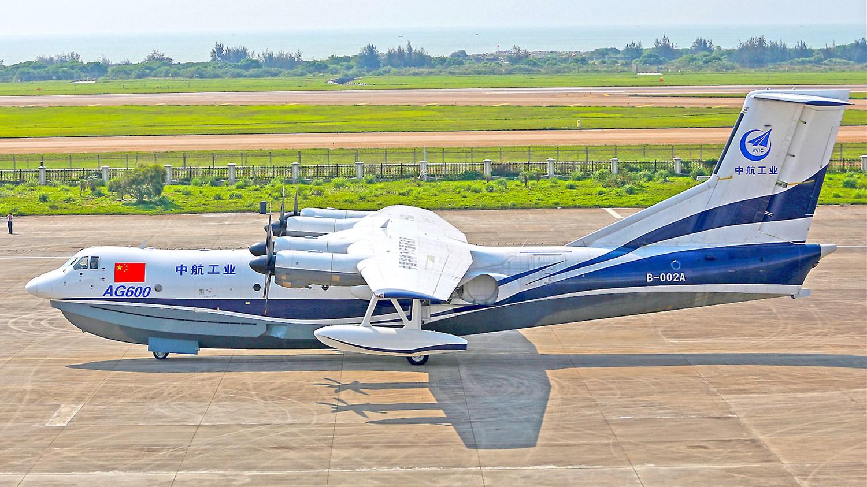 大型水陸両用機「AG600」、初の...