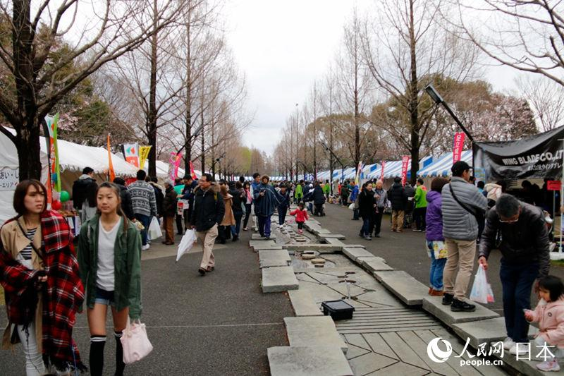 东京都内举办的樱花节活动