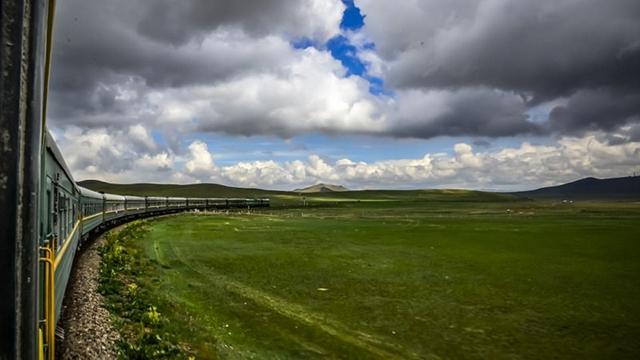 世界最長の鉄道・モンゴル縦貫鉄道、車窓から眺める美しい風景