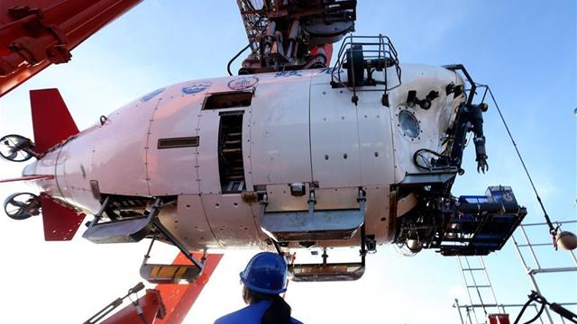 大海原で針を拾う、蛟竜号が1年前の採水器を回収