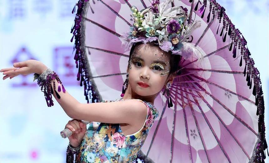 (文化)(3)第6届中国少儿时装模特大赛在青岛举行