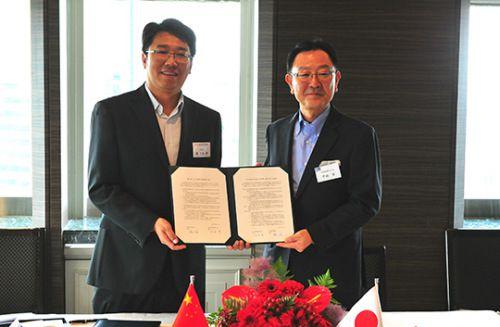 中国国家図書館と日本出版販売が図書寄贈契約に調印