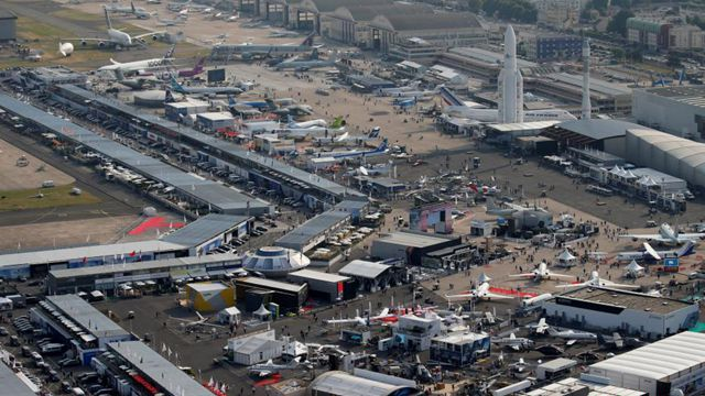 パリ航空ショー、空港の壮観な風景