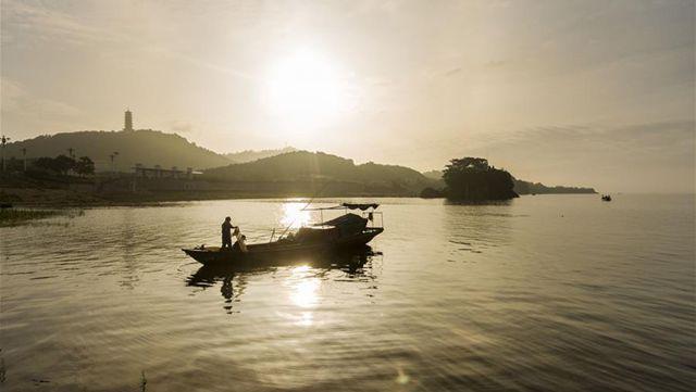 鄱陽湖、エビの漁獲シーズン到来