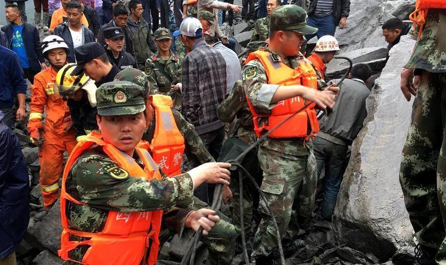 #(突发事件)(2)四川茂县叠溪镇发生山体垮塌 河道被堵100余人被埋