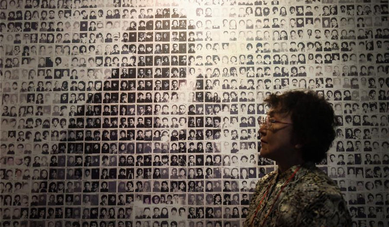 日本残留孤児代表団85人が731部隊の犠牲者を追悼