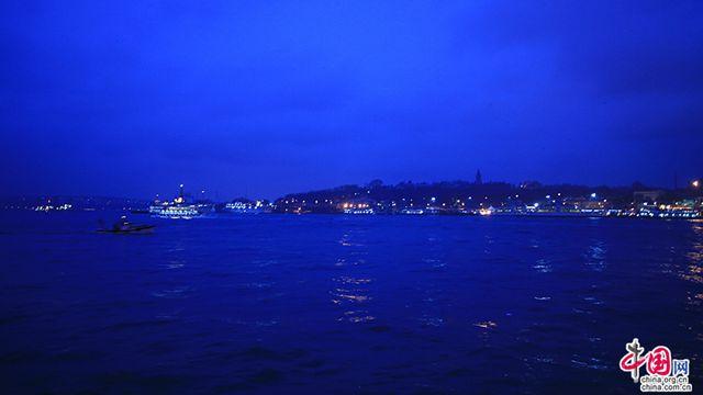 藍色のトルコ(一)、金角湾のディープブルー