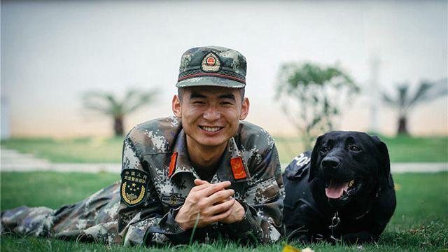 中越国境地帯、麻薬探知犬の日常生活を追う