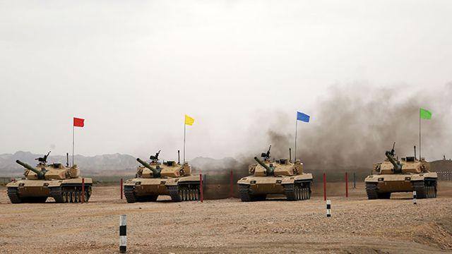 新疆軍区、96式戦車が強化訓練中