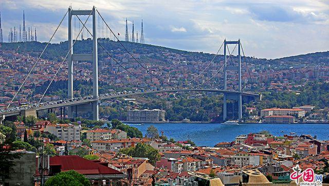 藍色のトルコ(二)、ボスポラス海峡で風に耳を傾ける