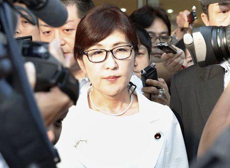 日本の女防衛相、自衛隊名義で自民党候補者を応援