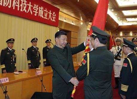 習近平総書記が軍事科学院などに軍旗と訓示