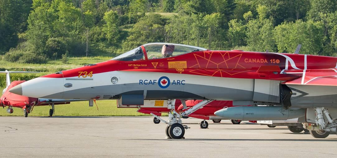 カナダ空軍の曲技飛行隊、建国15...
