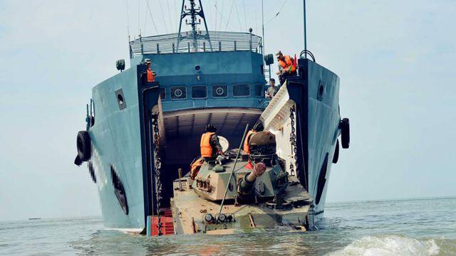 陸軍揚陸艦、上陸作戦を訓練