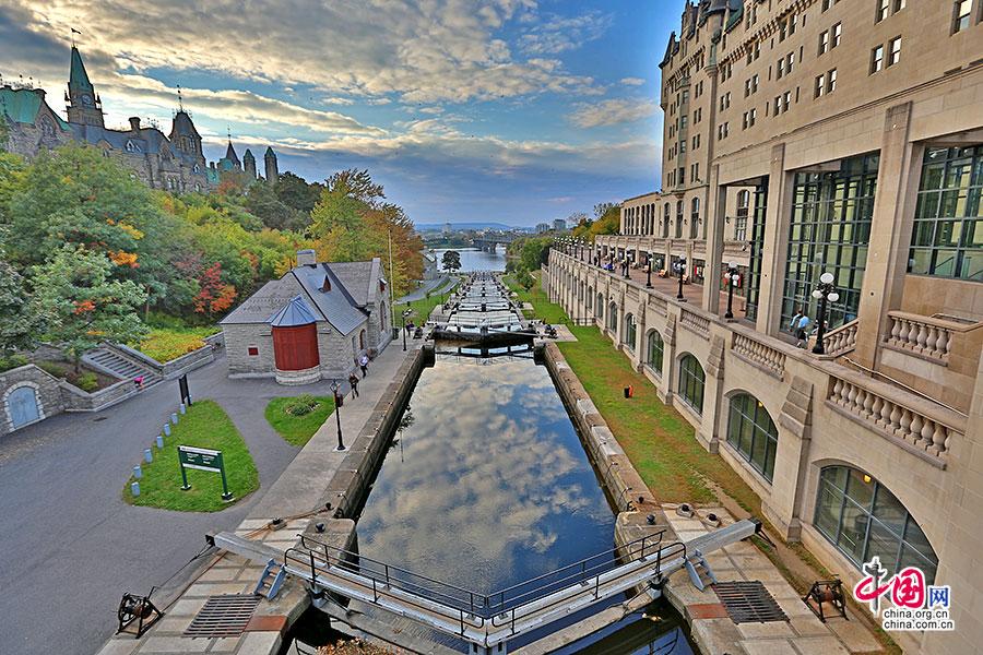 秋深きオタワ(一)、リドー運河の絵画のような風景