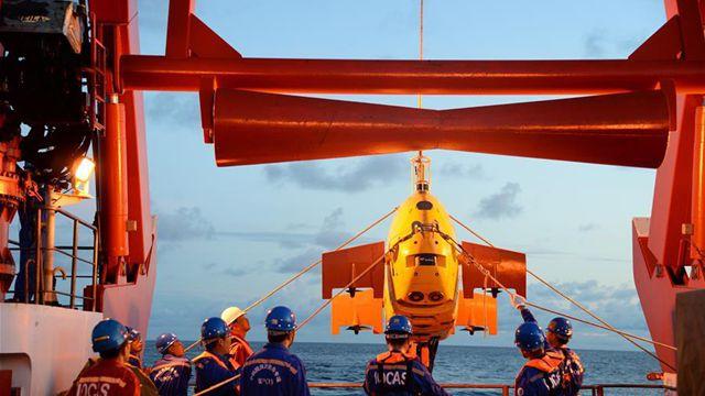 水中ロボット、深海で巡り合うコメント