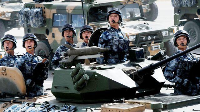 中国の1万2000人の軍事パレード、海外メディアは「大国の自信」に注目
