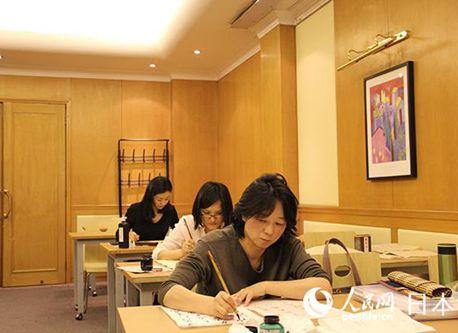 「紙に言葉を書く文学芸術」日本の書道を中国で伝える庄村真琴さん
