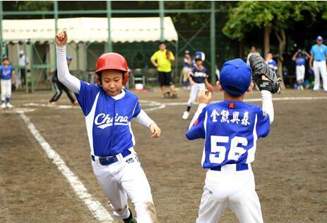 中日の野球少年が東京で親善試合、合同練習