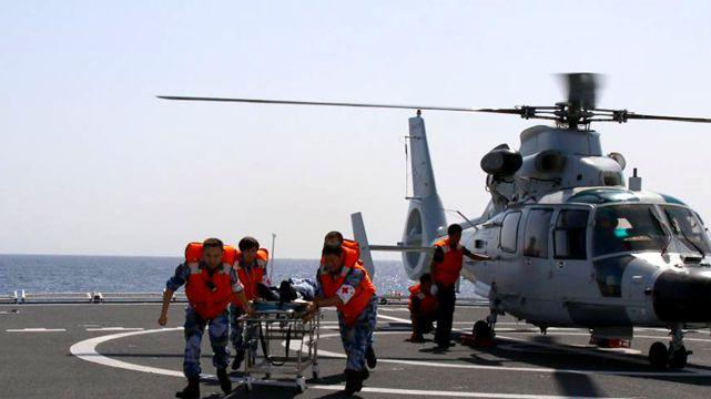 病院船「和平方舟」とミサイル護衛艦「揚州鑑」、遠洋立体合同訓練を実施