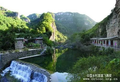 Тяньцзишань в переводе означает «гребень неба». С давних времен этот район сравнивают с югом реки Янцзы.