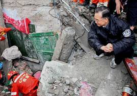 Премьер Госсовета КНР Вэнь Цзябао занят работой по ликвидации последствий землетрясения в провинции Сычуань