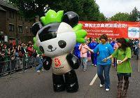 Китайцы, живущие в Великобритании, отмечают успешное проведение Олимпийских игр Пекина на карнавале в Ноттинг Хилл