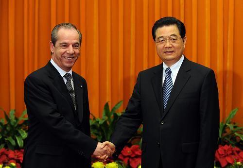 Ху Цзиньтао отдал должное премьер-министру Мальты Гонзи, прилагающему активные усилия для развития отношений с Китаем1
