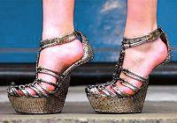 Странно! Популярная среди звезд обувь без каблуков