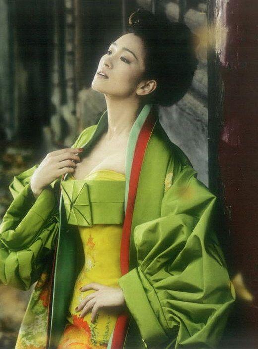 Красивые снимки Гун Ли в модном журнале «HARPER'S BAZAAR»