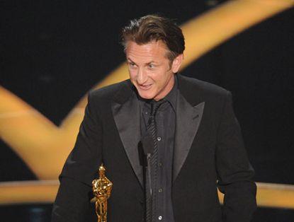 Премию 'Оскар' за лучшую главную мужскую роль получил Шон Пенн. Он удостоен награды Американской киноакадемии за роль в фильме 'Харви Милк'.