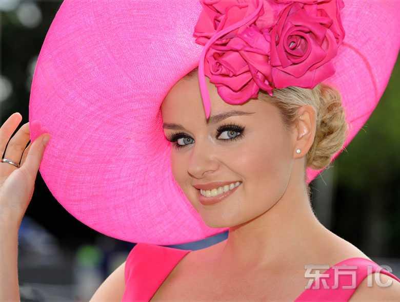 Красивые женщины в шляпах на