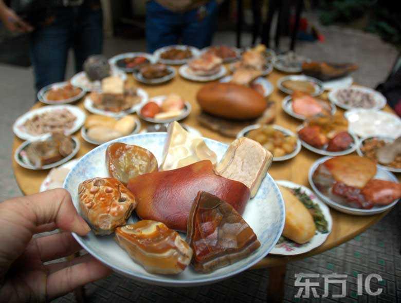 ?Богатый каменный обед? в городе Чжучжоу провинции Хунань