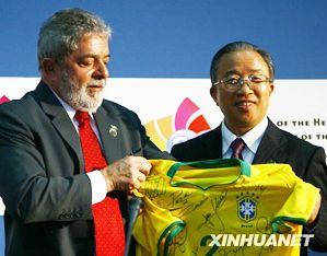 Дай Бинго присутствовал на совместной пресс-конференции руководителей пяти развивающихся стран