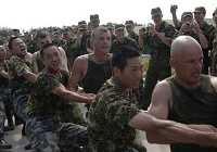 Товарищеские соревнования по перетягиванию каната между солдатами, участвующими в учениях ?Мирная миссия-2009?