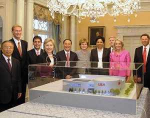4 спецпредставителя КНР и США присутствовали на презентации макета американского павильона, созданного для 'ЭКСПО-2010'