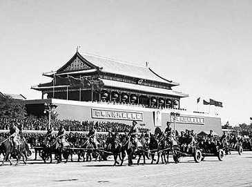 Впервые опубликованы фотографии военного парада 1952 года